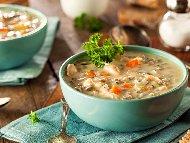 Бърза пилешка супа с месо от гърди, моркови, целина и ориз